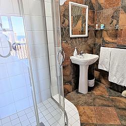 02 Room 1 Bathroom