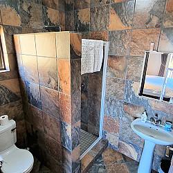 04 Room 2 Bathroom