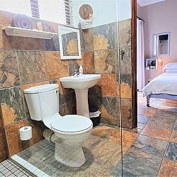 06 Room 3 Bathroom
