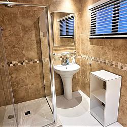 06 Room 6 Bathroom